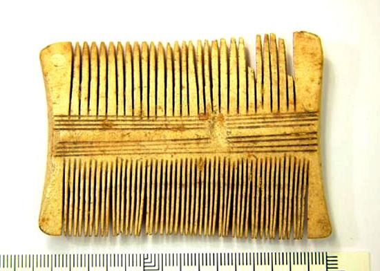 Double-peigne-monobloc datant de l'âge viking