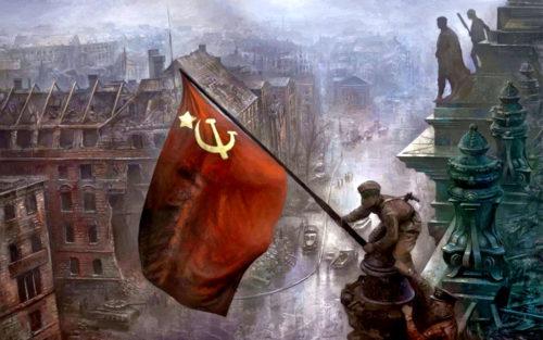 Soldat soviétique levn le drapeau de l URSSS au dessus du Reichstag à Berlin en 1945