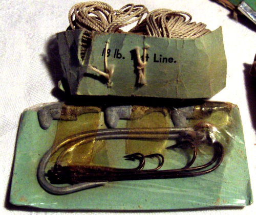 fil de pêche et hameçon au sein du kit E-17